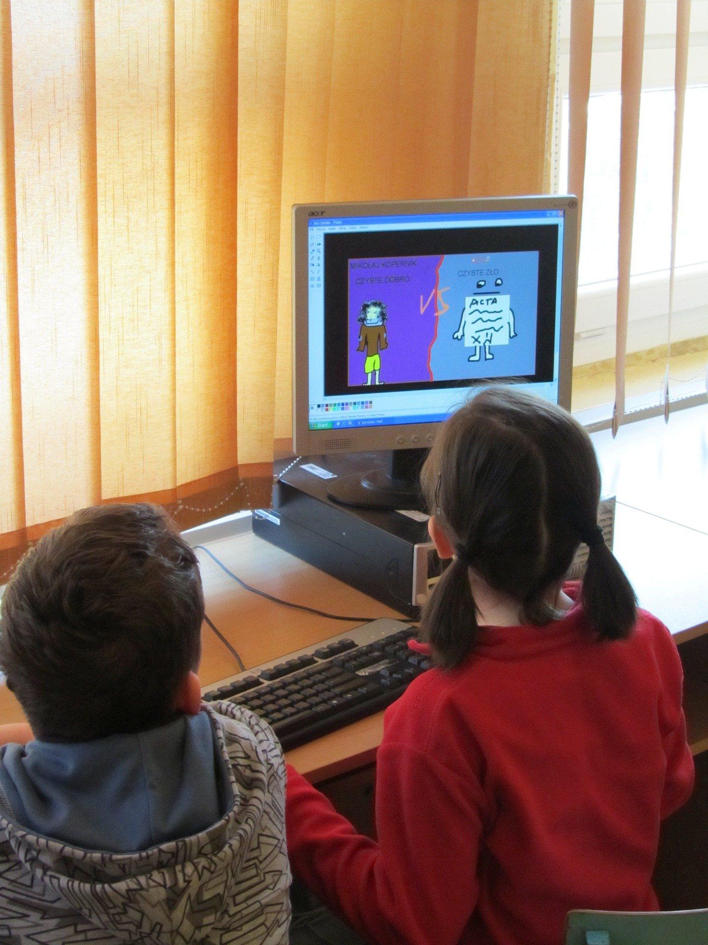 Vaikų naudojimosi internetu rizikos. Kokios rekomendacijos tėvams?